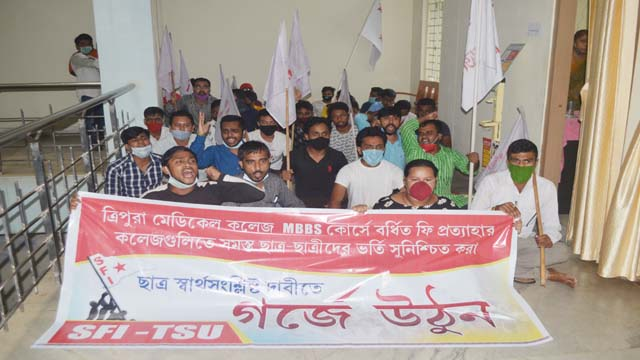 SFI gheraoed Shiksha Bhavan  in Agartala on october 20, 2020 demanding roll back in increased MBBS course fees