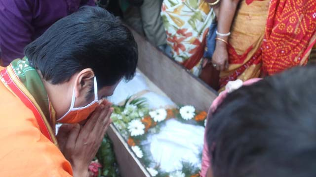 Tripura CM Biplab Kr Deb paid tribute to martyr Sudip Sarkar on November 10, 2020 and announced Rs 5 lakh financial assistance to bereaved family members.